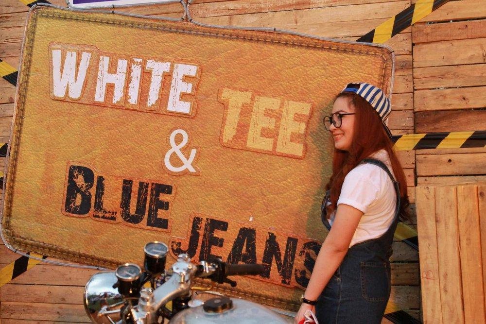 Theme WHITE TEE & BLUE JEANS
